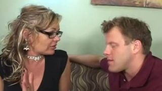 Kelly Leigh is an experienced pussy