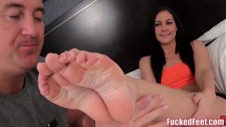 Brittany Shae Gives Soft Feet Footjob!