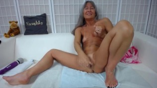 Skilled mature chick Leilani with great body gets cream