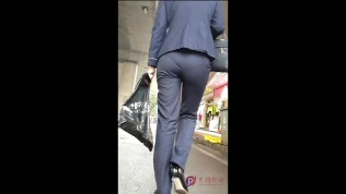 Chinese milf in tight trousers,amazing chinese ass